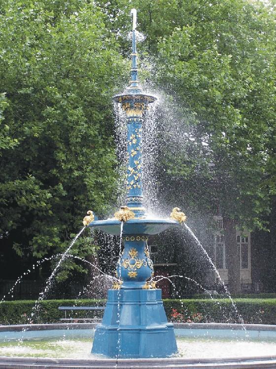 fontein in de stad dordrecht